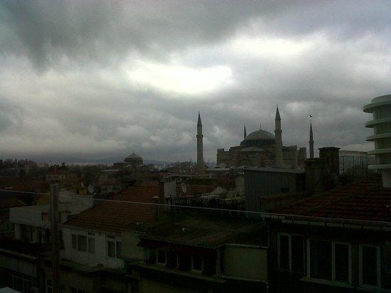 White House Hotel Istanbul:                   vista dalla sala colazioni