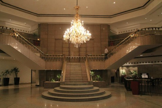 Le Meridien Pyramids Hotel & Spa:                                     Main Stair Case