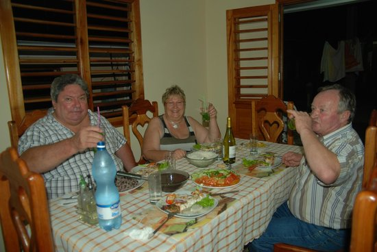 Villa Jorge y Ana Luisa:                   En savourant l'excellent dîner préparé par Ana Luisa