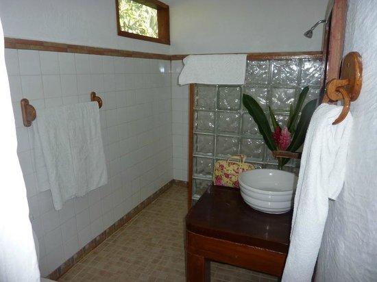 Hotel La Aldea del Halach Huinic: Bathroom