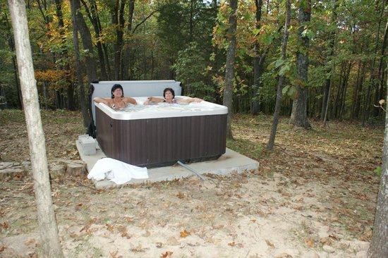 Cedar Rock Cabins: Hot tub delight!