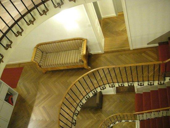 Hotel Krafft Basel:                   階段、踊り場
