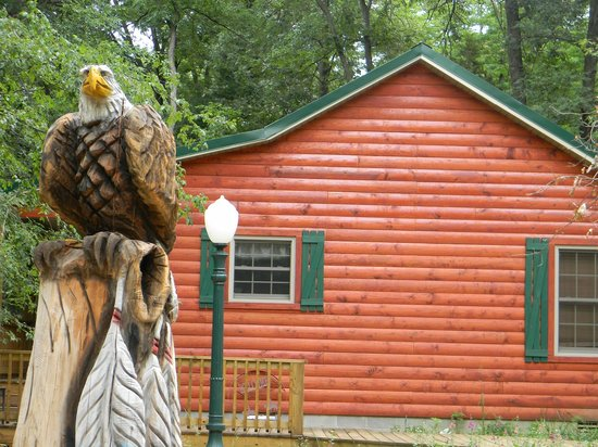 Cedar Rock Cabins: The Eagle at Skipper's Dream