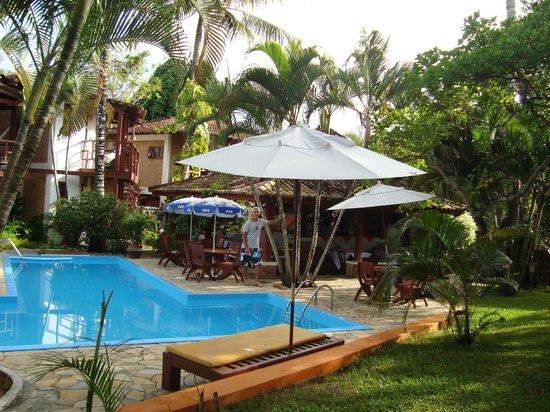 Hotel Pousada Arraial Candeia:                   Zona de la piscina y relax