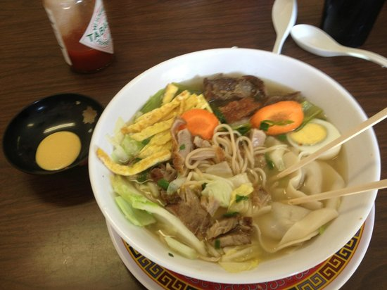 Waipouli Deli and Restaurant: Special Saimen and hot mustard