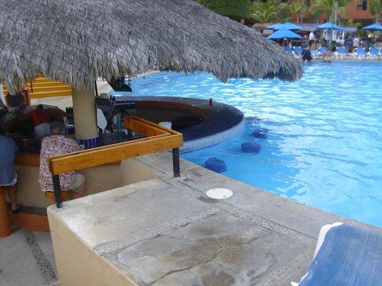 Holiday Inn Resort Los Cabos All-Inclusive:                   Main Pool Bar