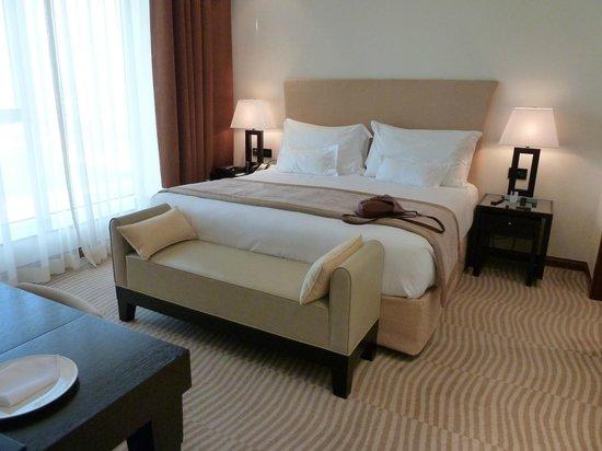กรอสเวอเนอร์เฮ้าส์ ดูไบ:                   Our comfy bed