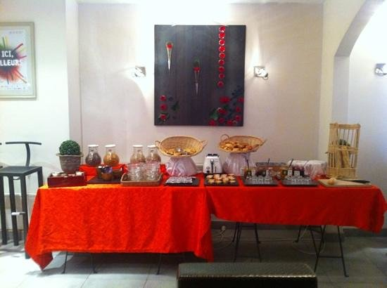 Hotel Carre Vieux Port Marseille : buffet petit dejeuner