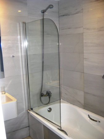 bathroom shower with half glass picture of exe ramblas