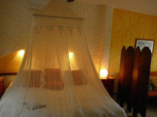 Hotel Casa Lupita: Suite bed