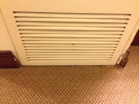 Hilton Fort Worth:                                     Boards were broken on edges and vent was filthy/stains at bo