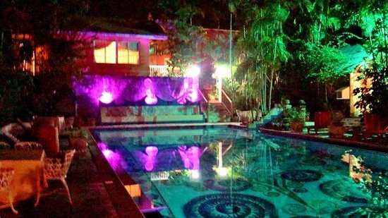 Graycliff Hotel: Night view of the main pool area