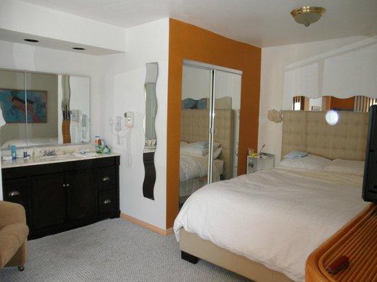 Mediterraneo Resort: Bedroom with 2 bathrooms