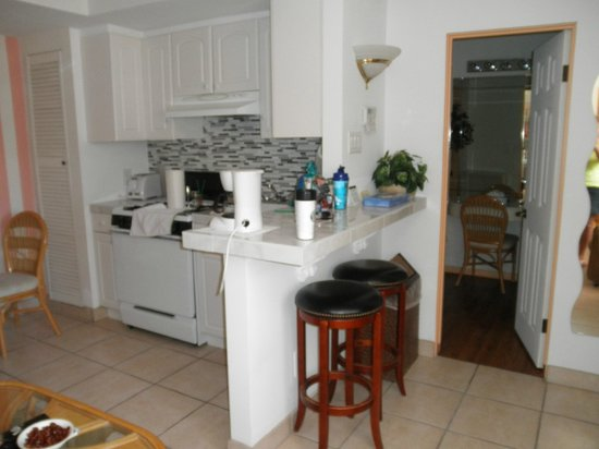 Mediterraneo Resort : Small but adequate kitchen with full sized fridge
