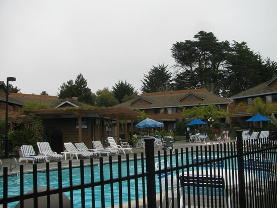 BEST WESTERN Seacliff Inn:                   Pool Area