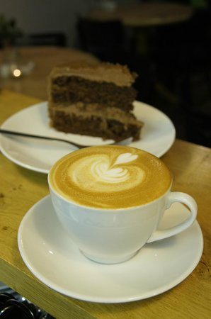 Wendy's Coffee Barn: Locally roasted coffee and homemade cake.