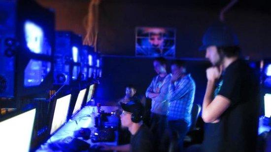 Clutch Gaming Arena & Energy Bar: getlstd_property_photo