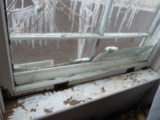 Calderhouse Inn Bed & Breakfast:                   window sills