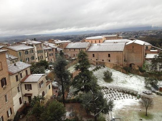 Il Chiostro del Carmine: an other view from my room, after snow
