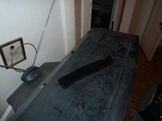 Calderhouse Inn Bed & Breakfast :                   the tv