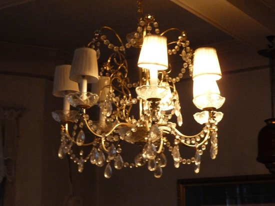 Calderhouse Inn Bed & Breakfast:                   lighting in the room burnt out bulbs