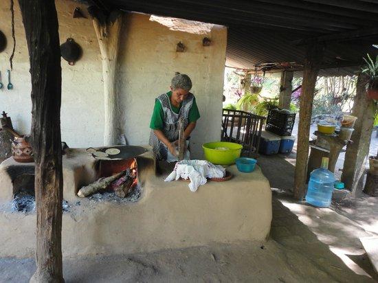 Plaza Pelicanos Club Beach Resort: Visite d'une maison dans un village pour y manger des tacos