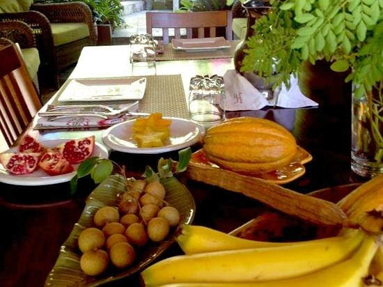Rainforest Inn: Tropical fruits served for breakfast