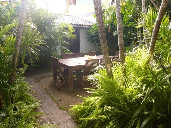 Buzios Arambare Hotel:                   Jardín interior