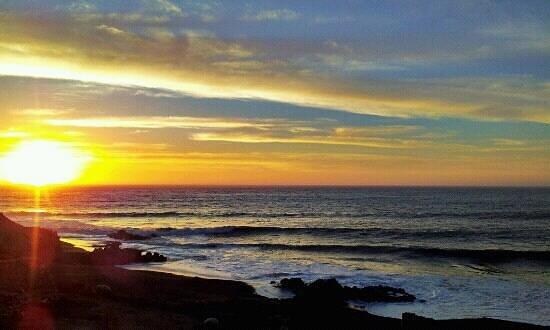Hotel Playa el Cable:                   tramonto Playa del Cable, Constitución, Cile