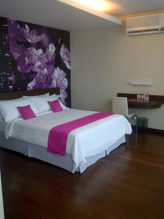 favehotel MEX Surabaya:                   Queen size bed
