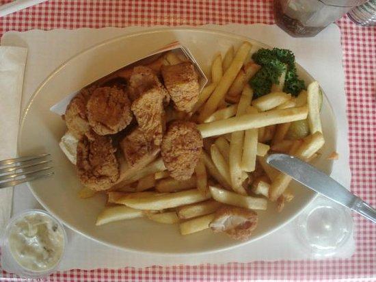 Red Skiff Restaurant: Scallop roll