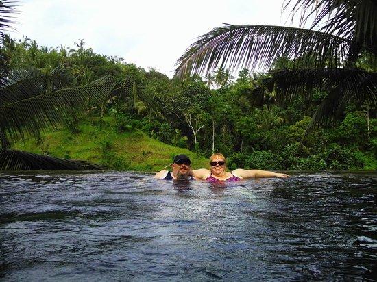 Beji Ubud Resort : Bottom Infinity Pool on edge of cliff