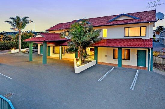 Academy At Botany Motor Inn: Reception View