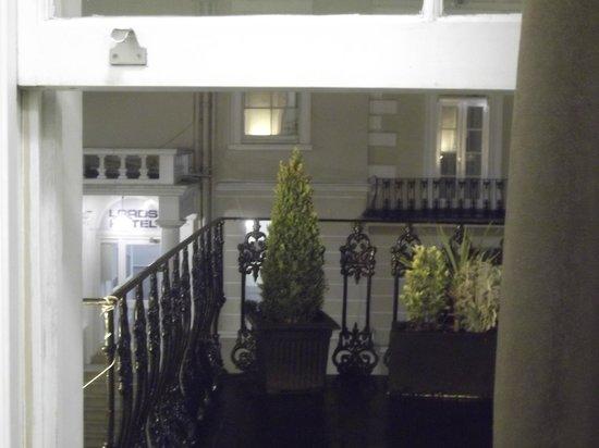 The Royale Chulan Hyde Park Hotel London:                   Meu quarto tinha sacada