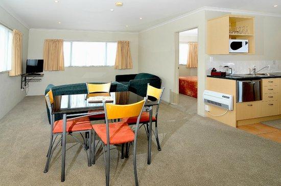 Academy At Botany Motor Inn: 2 Bed Room Lounge