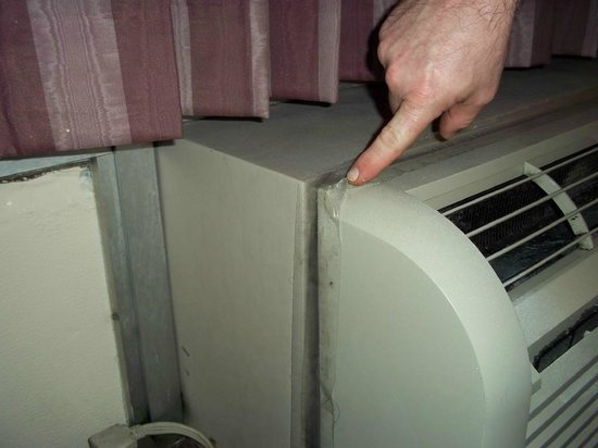 Rodeway Inn Miami Airport:                   Air Conditioner was actually held together with shipping tape.