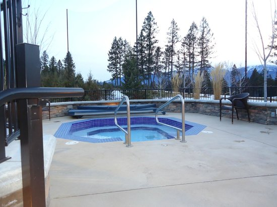 Copper Point Resort: One of the two outdoor hot tubs