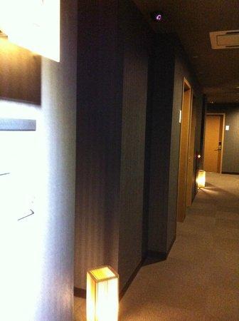 Hotel Vista Premio Kyoto:                   Hotel corridor