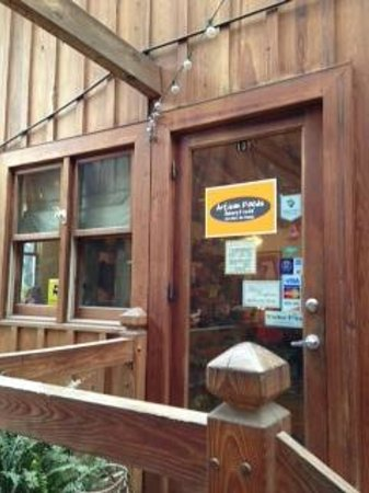Artisan Foods Bakery and Cafe: Entrance