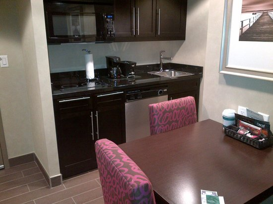 Homewood Suites by Hilton Toronto Vaughan:                   kitchenette