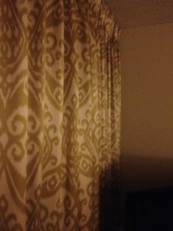 Plantation Hale Suites:                   lovely floor to ceiling lined drapes...don't steal them ...lol