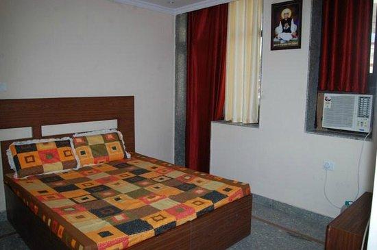 Sukhdham Yatri Bhawan: Room 2