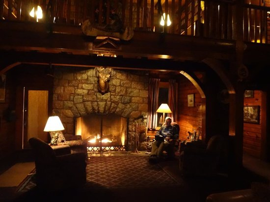 Garmisch USA Resort : Enjoying the Fireplace