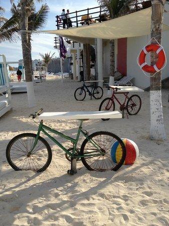 Grand Oasis Sens:                                     Bar on beach.