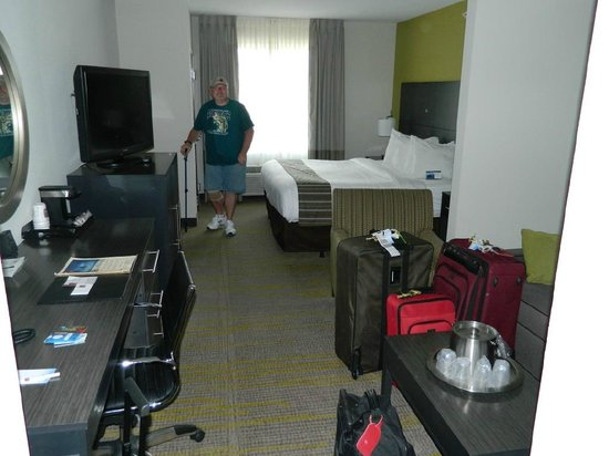 Comfort Suites Miami Airport North:                   Nice room.