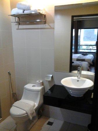 11@Century Hotel: Restroom