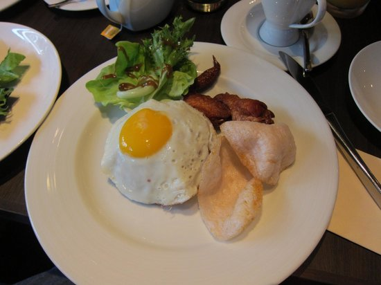 The Scarlet Singapore: Main Course - Breakfast