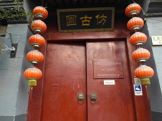 Red Lantern House:                   entrance