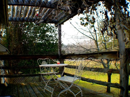 Maple Lane Resort: table for two at the Upper Carriage House