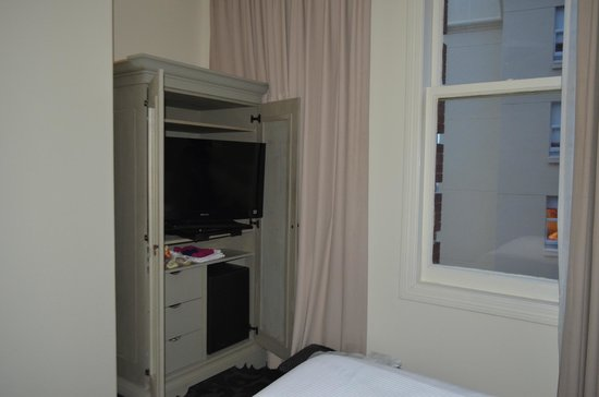 International House Hotel :                   Int'l House - bedroom